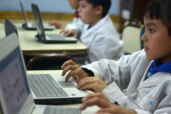 alumnos computadora clases